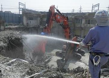 ホコリ発生防止の散水